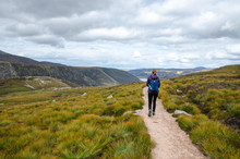 Wanderin Vor Dem Ausblick Auf Den Loch Muick, Cairngorms National Park