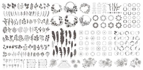 Veliki set s vijencem, elementima dizajna, okvirima, kaligrafskim. Vector cvjetna ilustracija s granama, bobicama, perjem i lišćem. Priroda okvir na bijeloj pozadini.