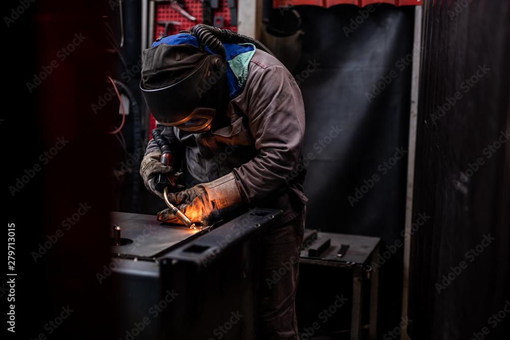 Fototapeta spawalnictwo- praca produkcyjna