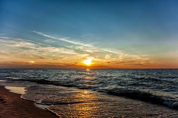 Zachód słońca nad Bałtykiem, plaża Sarbinowo, Polska