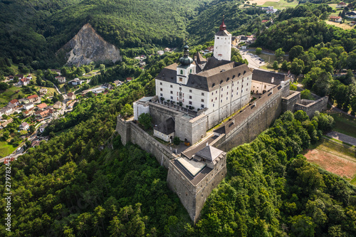 Papiers peints Con. Antique Forchtenstein Castle in Austria
