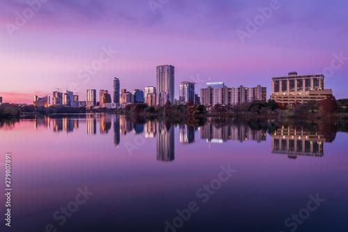 Foto auf AluDibond Aubergine lila Austin downtown skyscraper reflection along Colorado River