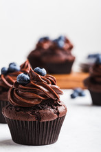 Chocolate Cupcakes With Bluebe...
