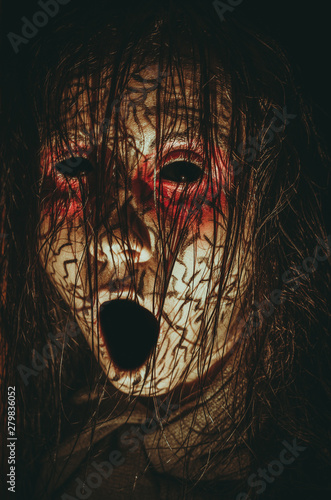 Photo  Creepy girl with black eyes opened mouth and cracked skin close-up portrait