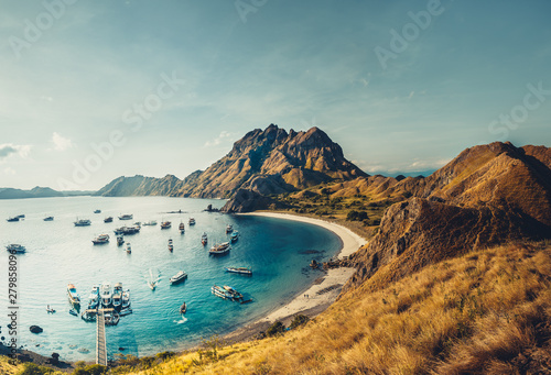 Fotomural  Mountains, ocean bay with boats