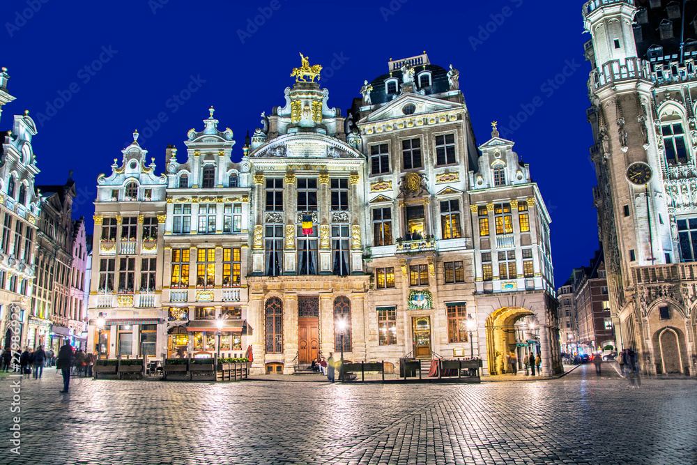 Fototapety, obrazy: Grand Place in Brussels in night, Belgium