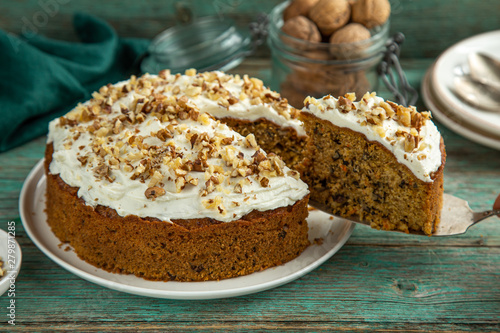 homemade carrot cake with walnut and cream cheese frosting Fototapet