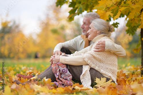 Fotografia  Happy senior woman and man in park