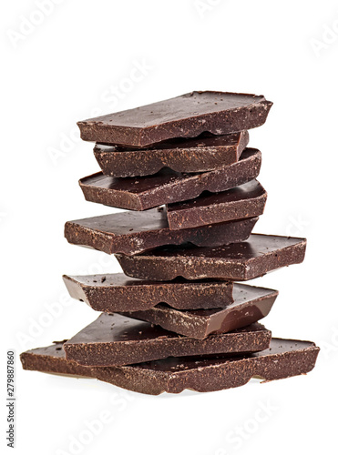 Fotomural  Heap of black chocolate bars on a white background