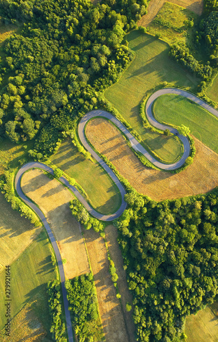 Montage in der Fensternische Pistazie Drone aerial view - windy road in summer