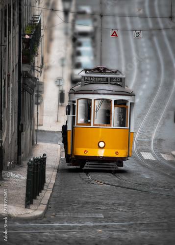 Obraz tramwaj  yellow-tram-in-street-of-lisboa-portugal