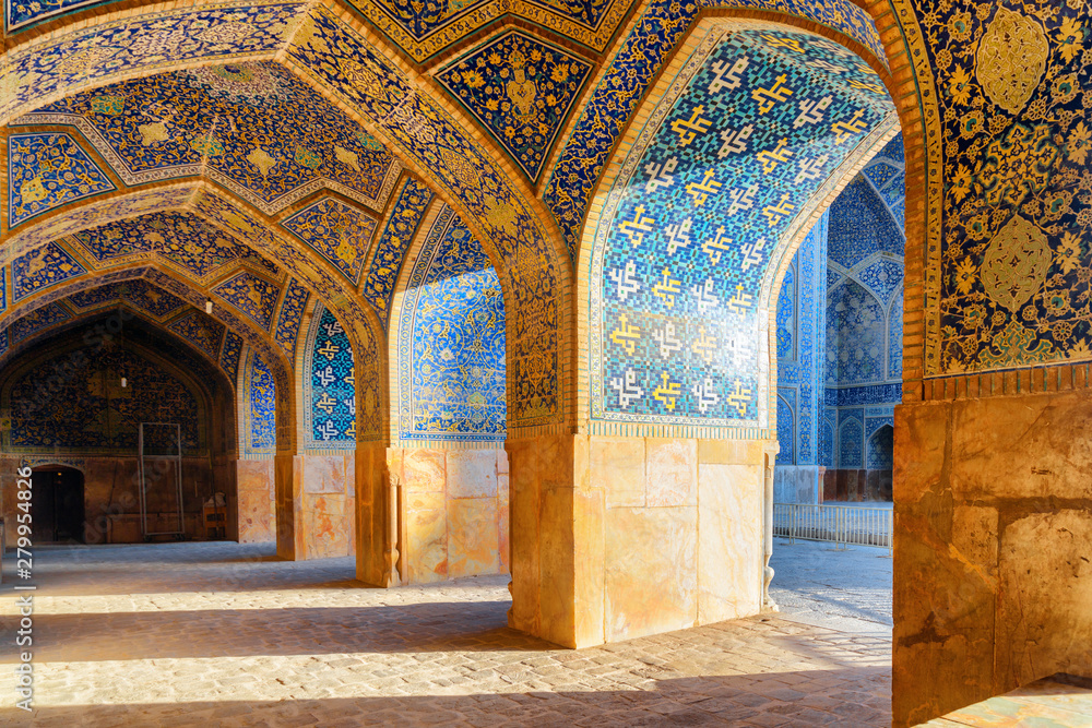 Fototapety, obrazy: Beautiful vaulted arch passageway at the Shah Mosque in Isfahan