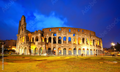 Colosseum or Coliseum during blue hour, also known as the Flavian Amphitheatre, the largest amphitheatre ever built, in the centre of the old city of Rome, Italy Tablou Canvas