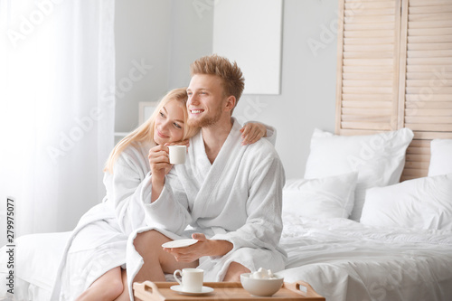 Photo Morning of happy young couple in bedroom