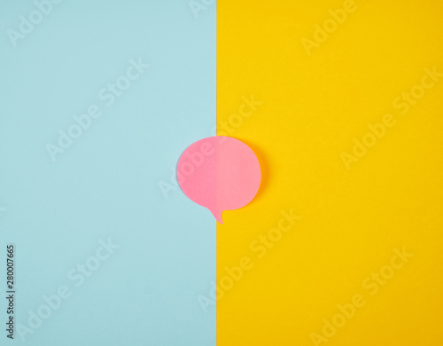Photo  pink paper cloud sticker on abstract background