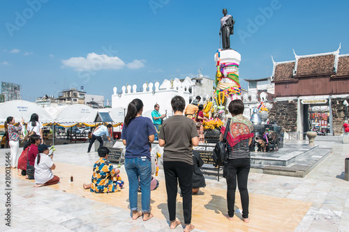 Tablou Canvas NAKHONRATCHASIMA, THAILAND - FEB26, 2018: People  workship Thao Suranari Monument in the city centre of Khorat or Nakhon Ratchasima in Isan in Noertheast Thailand