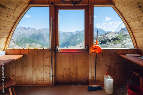 Photo Interior of the longet pass olivero mountain bivouac (free sleeping shelter) in