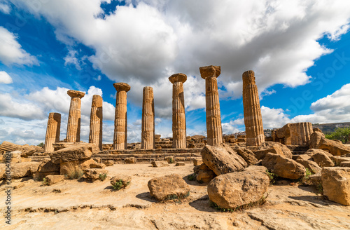 Fotografiet Temple of Heracles in the Valley of the Temples, Agrigento, Sicily, Italy