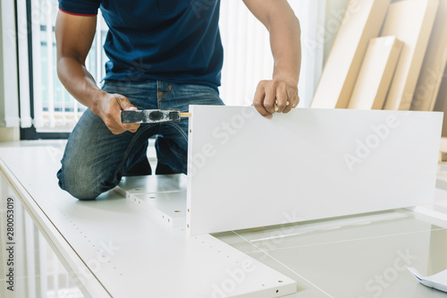 Photo  Service man assembling furniture for customer, Delivery service furniture store and assembling for buyer