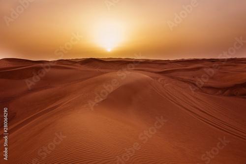 Photo  Sunset in desert in UAE, Sand dunes in United Arab Emirates