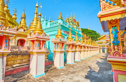 Fotomural  Explore Thanboddhay monastery, Monywa, Myanmar