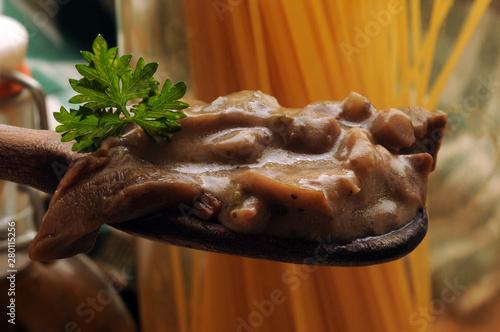 Obraz na plátně Condimento di funghi ft8107_0319 e spaghetti