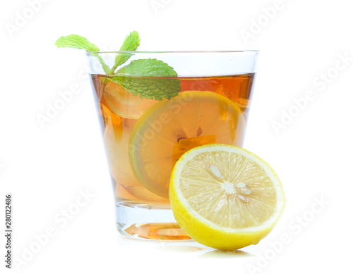 Poster Eclaboussures d eau iced tea with lemon slices and mint on white background