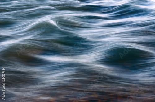 Fotomural  Blurred Waves over Riverbed or Seabed.