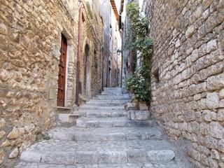 Magiczna wąska uliczka Sermonety, Italia.