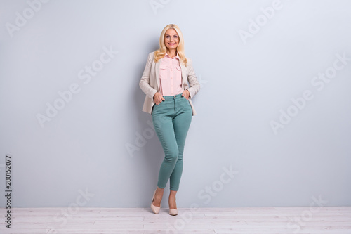 Fotografia  Full length body size view portrait of her she nice-looking attractive stylish c