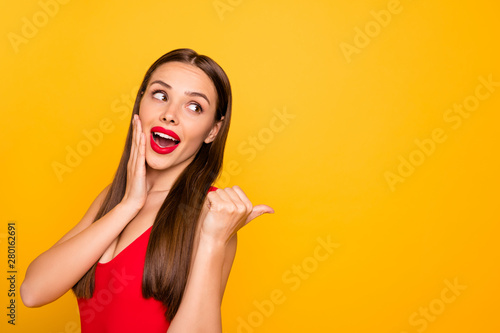 Obraz na płótnie Photo of excited lady bright look indicating fingers empty space advising unbeli