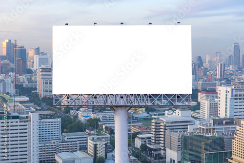 Fotografía  billboard or advertising poster on building for advertisement concept background