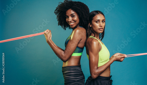 Foto  Two women doing exercises with resistance band