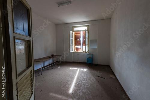 Urban exploration / Abandoned pediatric institute Fototapet