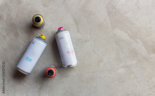 Fotografia, Obraz  closeup old cans of spray paint on cement floor background