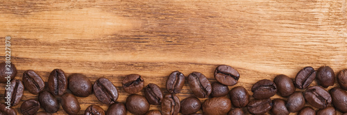 Photo sur Toile Café en grains Coffee bean. The background of roasted coffee beans is brown on wooden boards. layout. Flat lay.