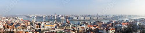 Montage in der Fensternische Kiew Budapest, Hungary
