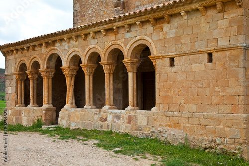 Columna de fustes torsionados, Galería porticada, Iglesia de San Pedro, Siglo XII, Pueblo de Caracena, Soria, Castilla y León, España