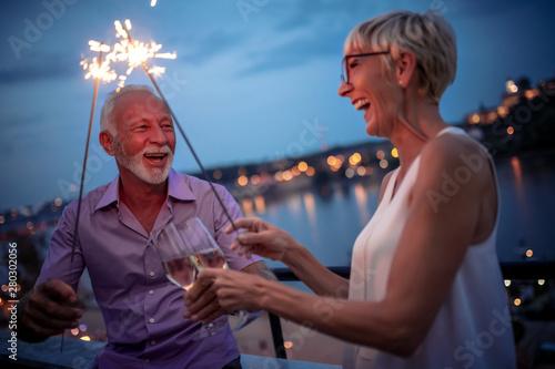Obraz Senior couple enjoys the night - fototapety do salonu