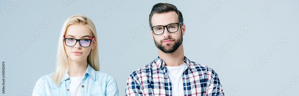 Fototapety, obrazy: panoramic shot of man and beautiful girl in glasses looking at camera isolated on grey