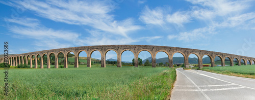 Photo roman aqueduct and road