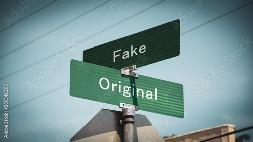 Obraz Street Sign Original versus Fake - fototapety do salonu