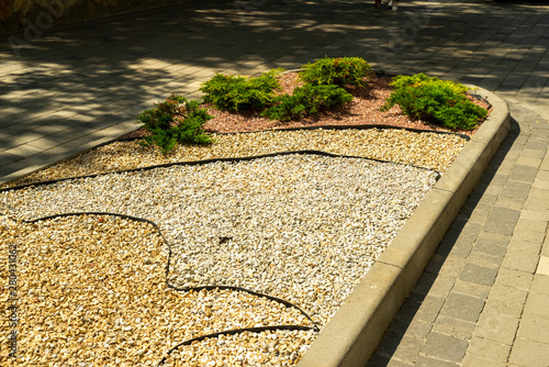 Fotografija flowerbed in landscape design decorated with natural stone