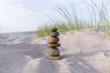 Steinmännchen in den Dünen, Ostsee