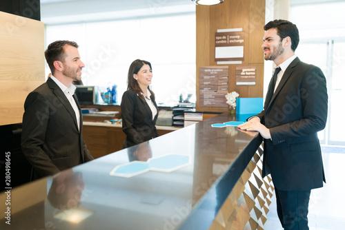 Fotografía Entrepreneur Confirming His Booking At Hotel