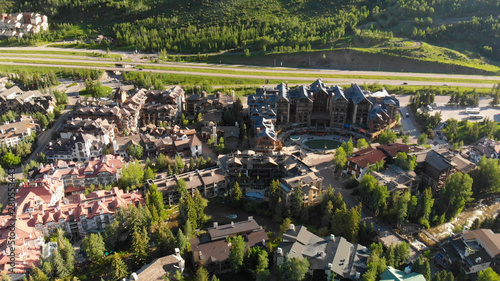 Montage in der Fensternische Cappuccino Buildings in Vail, Colorado. Aerial view on a sunny summer morning