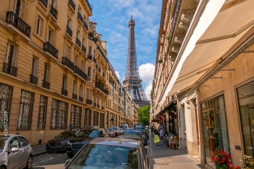 Obraz na plátně  Narrow Street of Paris and Eiffel Tower