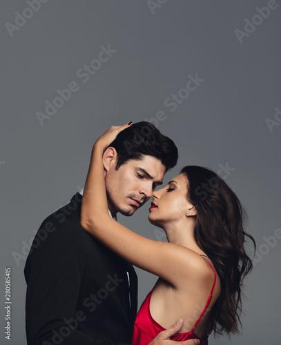 Obraz Affectionate couple in love - fototapety do salonu