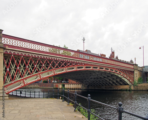 Fotografía crown point bridge crossing the river aire in leeds a single span fretted cast i
