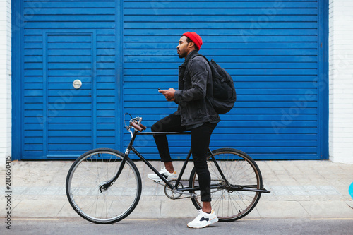 Cycling the city.
